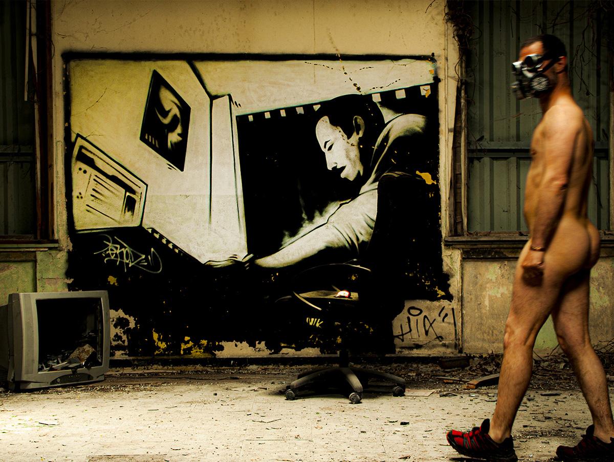 """Bureau, une photo de la collection """"Kataclysm_e ou les effets du cataclysme climatique"""" par Les Chevaliers Photographes."""