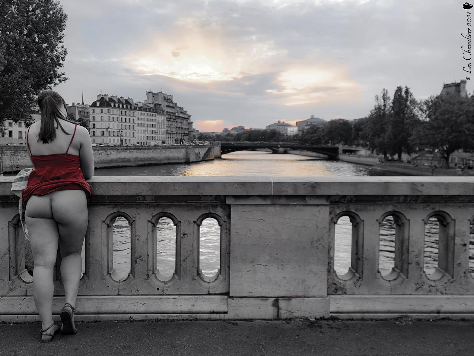 """Couché de Soleil Parisien, une photo de la collection """"Performance"""" par Les Chevaliers Photographes."""