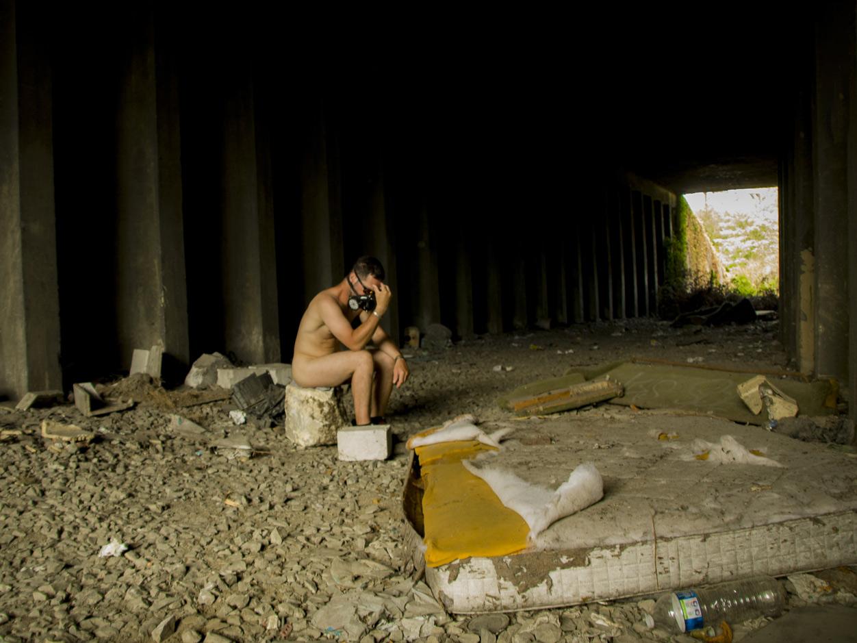 """Le penseur, une photo de la collection """"Kataclysm_e ou les effets du cataclysme climatique"""" par Les Chevaliers Photographes."""